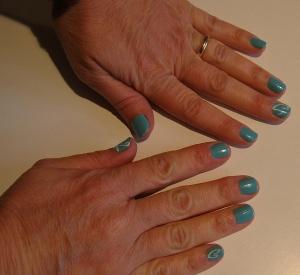 turquoise swirl nails