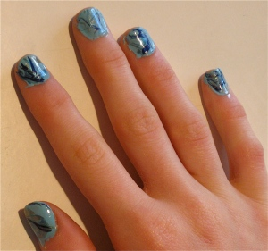 elegant marble nail design blue/green