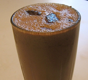 chocolate cinnavanilla smoothie with thin mints